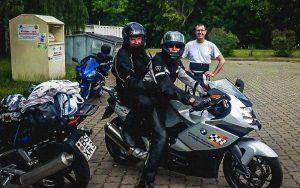 Motorradfahrer mit Sozius